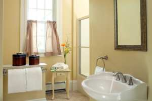 Large expanded bathroom in Tuscany guestroom